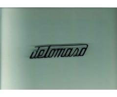 Scritta De Tomaso cromata